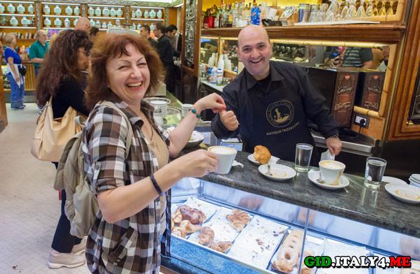 Завтрак по-итальянски – это чашечка капучино и свежий круассан