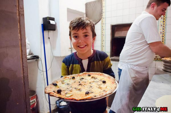 Пицца приготовленная Ярославом в Риме на мастер-классе